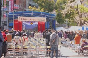 東日本大震災で亡くなった方々に対して会場全体で黙祷を行った
