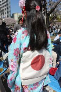 浴衣で日本のおもてなしの心を表現した参加者