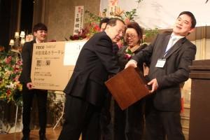 抽選会の様子。大型テレビや台湾―東京間の往復チケットなどが当たった