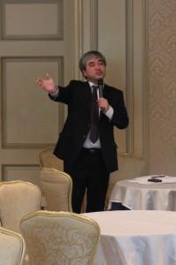 會員之一的稅理師大塚俊仁,在會中解說商會法人化後的利弊