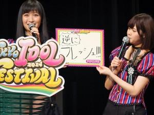 「美女甜甜圈!!!」由橫山琉璃香(左)和伊藤祐奈(右)代表出席記者會