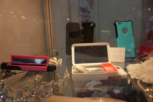 紫外線量がわかるiPhoneケースを展示する台湾企業