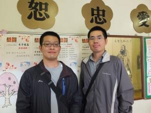 今年4月剛到東京中華學校服務的中文老師謝伯鍵(右)和數學老師鄒永灝(左)