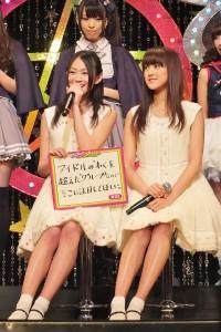 由參加國民美少女選拔的21位決賽者所組成的偶像團體「X21」希望粉絲可以注意到她們的多才多藝(左為吉本美憂、右為若山Ayano)