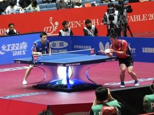 陳建安(紅黑色制服)對上韓國選手朱世爀,最終以3:0落敗