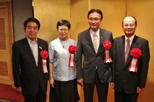 酒會嘉賓冠蓋雲集,包括日本文部科學省大臣下村博文(左1)和防災大臣古屋圭司(右2)亦出席參加