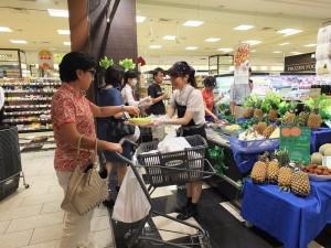 高雄市農業局在日拓銷主打試吃會,藉由試吃增加買氣