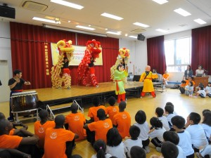 中華學校舞獅隊祥獅獻瑞迎賓