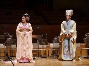 和橫濱中華學院學生交流時,特別介紹劇中演員服裝