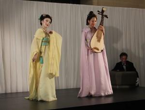 琵琶奏者の梁家寧さんと舞踏家の蕭賀文さんによる演目