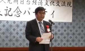 挨拶する台北駐福岡経済文化弁事処、戎義俊処長