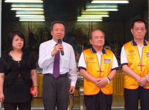 駐日代表處僑務組組長趙雲華(左2)連續3年參加法會(圖右2為法事大總理莊文勤)