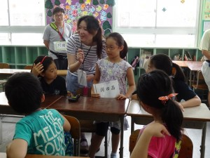 課堂上 小老師與同學互動