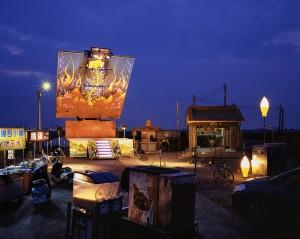 將於橫濱三年展中實體展出的舞台車於雲林麥寮所攝定裝照(攝影:沈昭良)