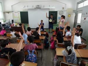 課堂上同學踴躍舉手