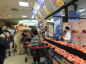 現場也請到橫濱中華學院校友會表演舞獅,招來好采頭