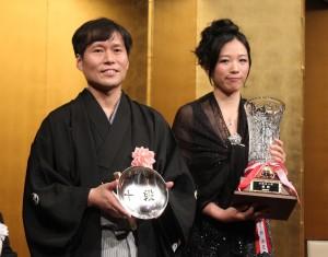 「森ビル杯 第52期十段戦」の勝者、高尾紳路さんと謝依旻さん