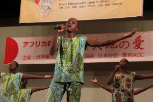 日本語の歌「ふるさと」や中国語の歌も披露した