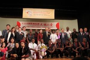 台北駐日経済文化代表処・沈斯淳代表夫妻らと記念撮影