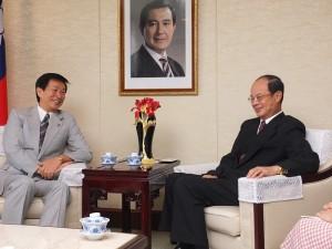 千葉縣知事森田健作(左)在談話中多次談到自己很喜歡台灣