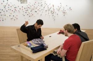 リー・ミンウェイ 《プロジェクト・繕(つくろ)う》 2009年 展示風景:「プロジェクト・繕(つくろ)う」ロンバード=フレイド・プロジェクツ、ニューヨーク、2009年 ルディ・ツェン氏蔵、台北 撮影:Anita Kan