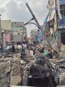 被害をうけた高雄の市街地(写真提供:中央社)