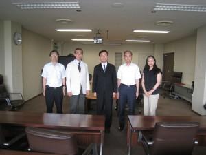 台北駐日文化經濟代表處教育組副組長林世英(右3)拜會國立山梨大學