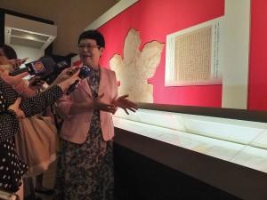 故宮院長馮明珠向台灣媒體解說《寒食帖》和日本的淵源