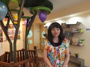 佳音英語東京分校班主任前田正美認為輕鬆愉快的氛圍有助於小朋友學習