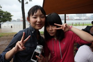 SNSで知り合い同会でやっと会えたという日本人女性と東洋グループ営業主任・張怡文さん