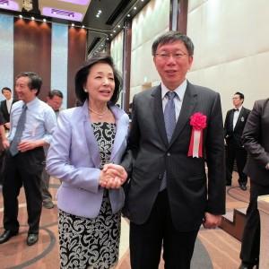 日本知名評論家櫻井良子(左)也表示希望柯文哲可以當選
