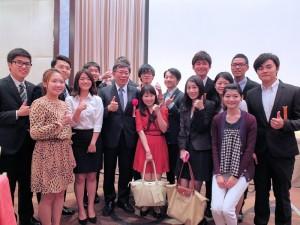 現場有不少台灣留學生到場跟柯文哲互動
