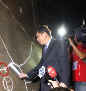 柯文哲與隨團媒體一起到地下深45公尺的地下調節池勘查