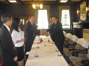 經濟部國貿局副局長徐大衛(左3)率團拜會神奈川縣知事黑岩祐治(右1)