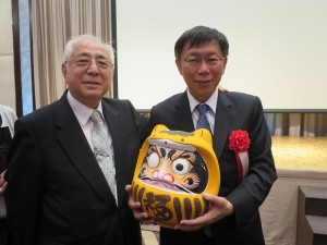 前駐日代表許世楷(左)也相當支持柯文哲
