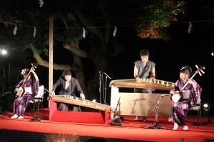 津軽三味線の全国大会で優勝者・北村姉妹による三味線と増田厚司及び成田信人による琴の演奏が行われた