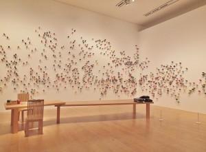 觀展者可參加《補裳計畫》,將自己的衣物帶來,藝術家會用牆上的多彩線替衣物作修補,藉由線讓衣物與展場空間連結起來