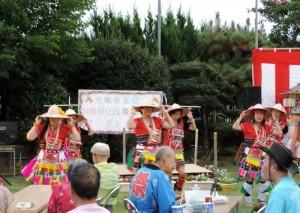 原住民舞踊團以熱情的舞蹈傳遞台灣民眾的熱情