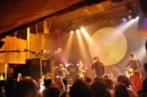 今年獲得金曲獎最佳樂團獎的麋先生,在東京的Livehouse開唱,驚艷日本歌迷