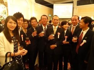 關西台商會會長王明裕與會員、青商會成員到場致賀