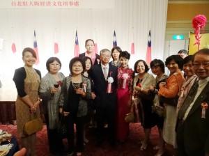 大阪中華總會婦女會到場致賀