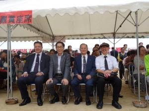 左起駐大阪辦事處僑務組長陳敏永、理事長羅辰雄、大阪中華總會副會長蔡伸雄、校友卜永和