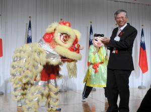 大阪中華學校舞獅隊獻賀