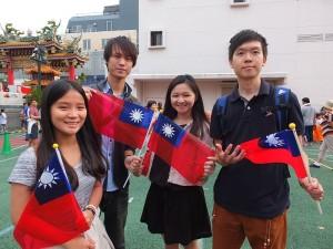 第一次參加國慶遊行的台灣留學生紛紛表示明年還要再來參加