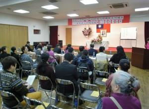 現場有許多僑團領袖與僑民聆聽佛法