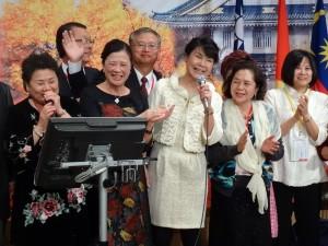 駐大阪辦事處處長蔡明耀伉儷與日總團隊高歌同歡