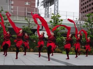 大阪中華學校舞蹈社表演水袖