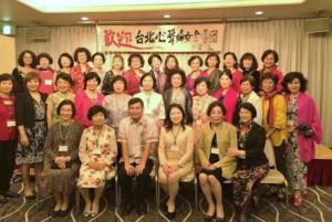駐那霸辦事處處長蘇啟誠(前排左3)與台北市心聲婦女合唱團團員合影
