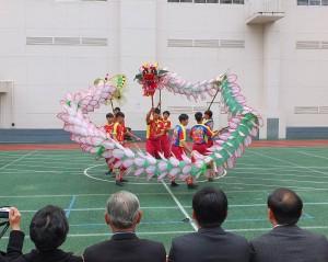 曾拿下2013亞洲舞龍公開賽暨亞洲青年舞龍錦標賽冠軍的卓蘭高中舞龍隊演出「荷花龍」