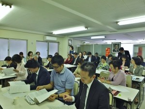 針對幹部的人事任命等議案,與會理事積極發表自己的想法和意見